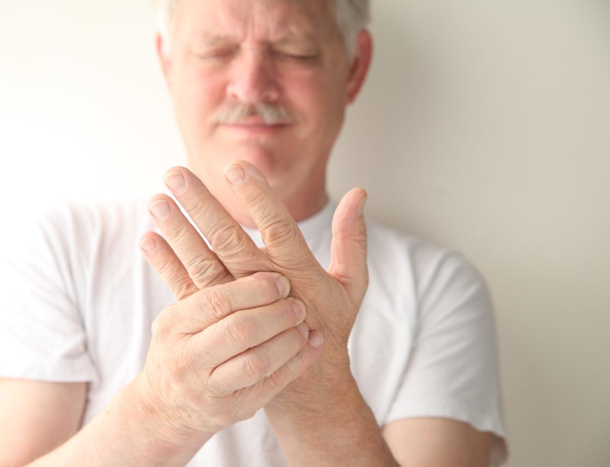 Онемение рук – опасно или нет