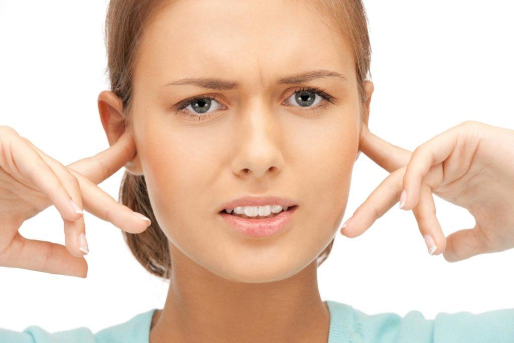 Шум в ушах почему возникает?