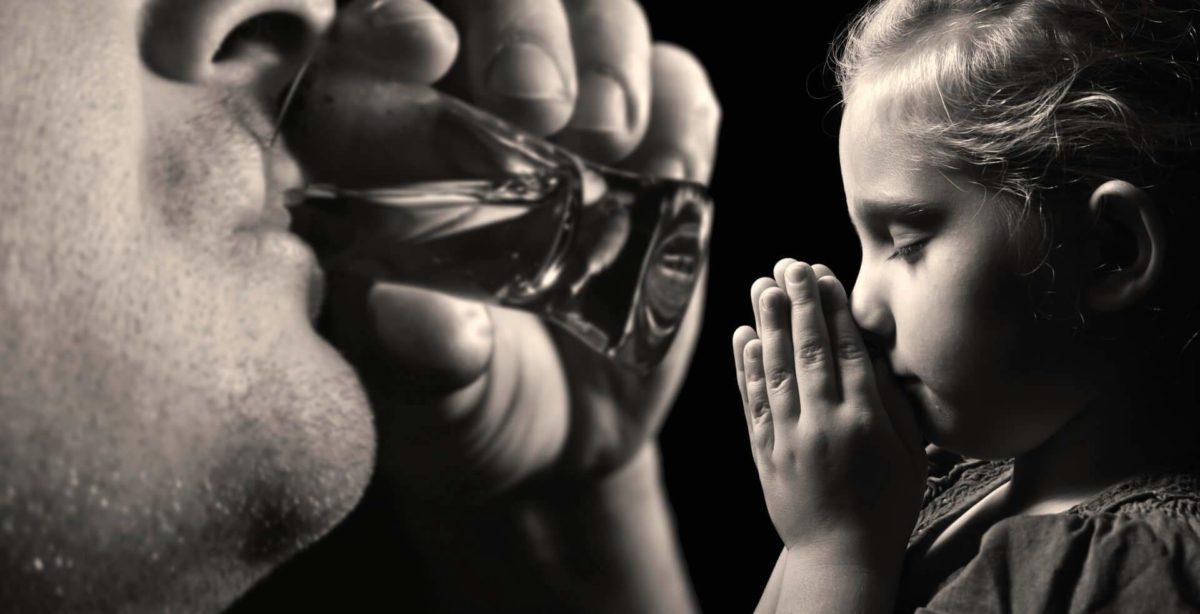 Дети алкоголиков: Как дети становятся алкоголиками из-за пьющих родителей