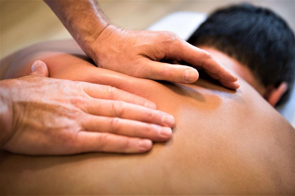 Болезнь Бехтерева и массаж