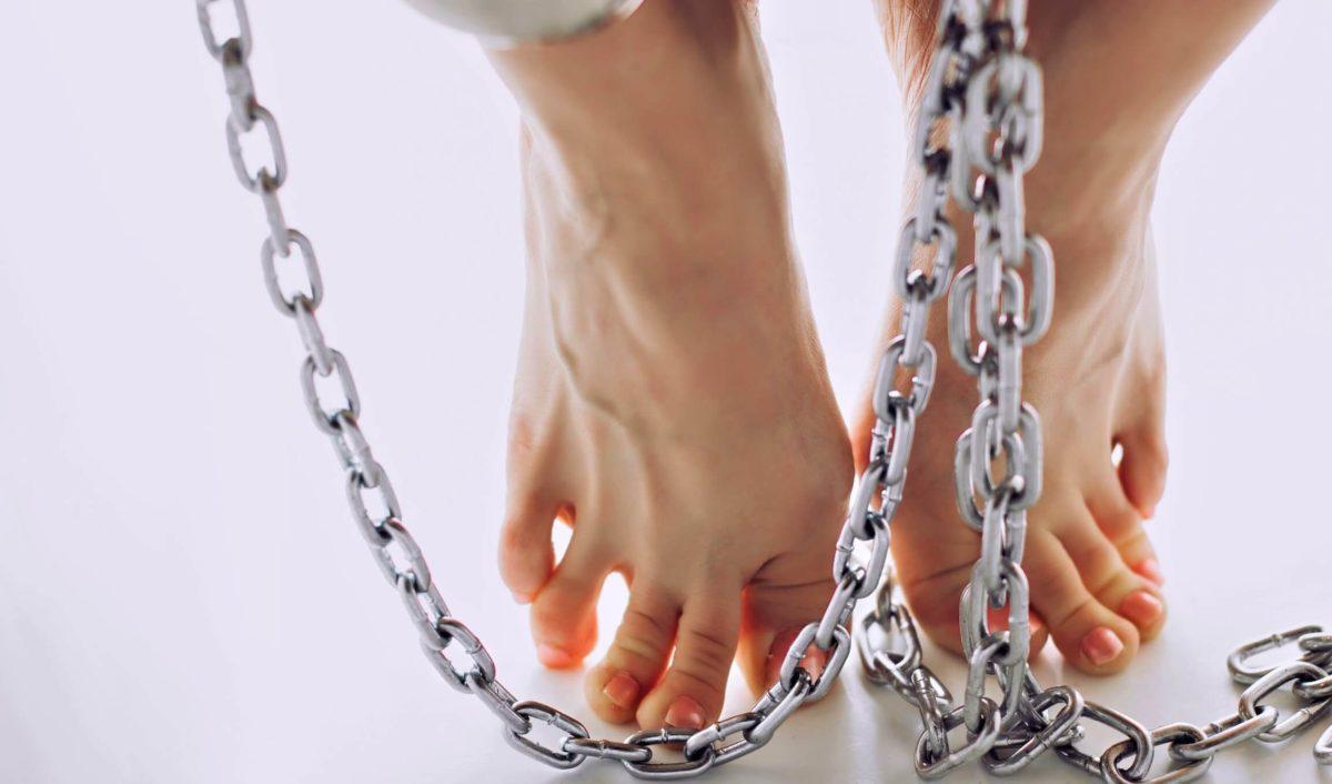 Отекают ноги: отчего это происходит и что может помочь